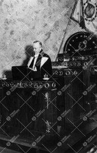 Yliopiston toiminnan alkamisen 25-vuotisjuhla Vanhassa  Akatemiatalossa 12. toukokuuta 1947. Rehtori