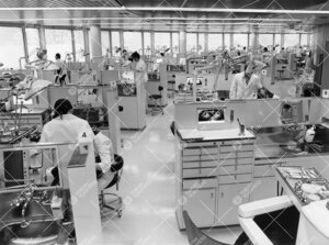 Työskentelyä Turun Yliopiston hammaslääketieteen  laitosrakennuksen suuressa klinikkasalissa 196
