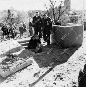 Turun Yliopiston uusien laitosrakennusten peruskivi lasketaan 12. toukokuuta 1953.