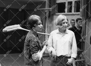 Kineettisten hippojen (koko koulun OP-hipat 24. helmikuuta 1966)  siivoustalkoot.