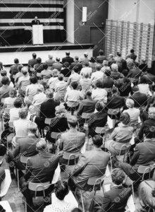 Auskultoinnin alkajaistilaisuus Turun normaalilyseon juhlasalissa  16. syyskuuta 1957.