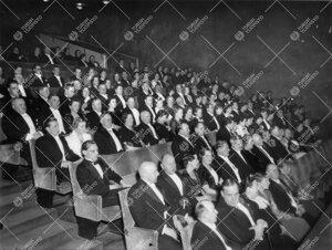 Turun Yliopiston vuosijuhla 28.2.1935. Iltama Turun Teatterissa.  Kuvasta tunnistettavissa mm. kansl