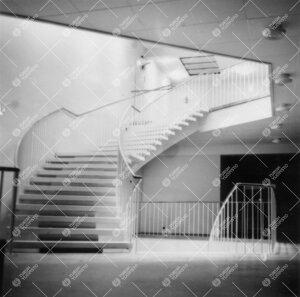 Yliopiston pääkirjasto ilmeisesti valmistumisvuonna 1954.  Sisäkuva toisen kerroksen lainaustiloi
