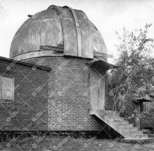 Kaupungin laajetessa valosaasteen määrä pakotti tähtitornin  muuuttamaan Tuorlaan, jonka observa