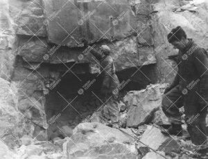 Tuorlan tunneli hahmottumassa talvella 1952.