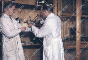 Eläinkoe Phoenixin eläintieteen laitoksella 1950-luvun  jälkipuolella.