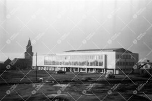 Vasta valmistunut kirjastotalo syksyllä 1954.