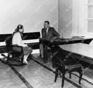 Turun Yliopiston kirjallisuudenhistorian dosentti (1953-1962)  Kauko Kyyrö ja opiskelija Phoenixiss