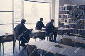 Pääkirjaston lukusalissa 1950-luvun lopulla.