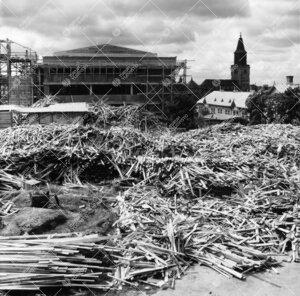 Kirjastotaloa rakennetaan kesällä 1953 tai -54. (Harjannostajaisia  vietettiin 27. heinäkuuta 195