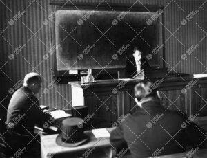 """Väitöstilaisuus Phoenixissa kevätlukukaudella 1935. Väitöskirjan  aihe: """"Die Philosophie von G."""