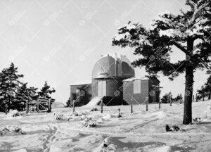 Turun Yliopiston tähtitorni Iso-Heikkilässä talvella 1937.