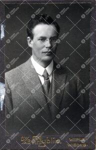 Ernst *Ensio* Kivikoski (v:een 1924 Stenfors). FT, Turun  Yliopiston matematiikan dosentti 25.9.1923