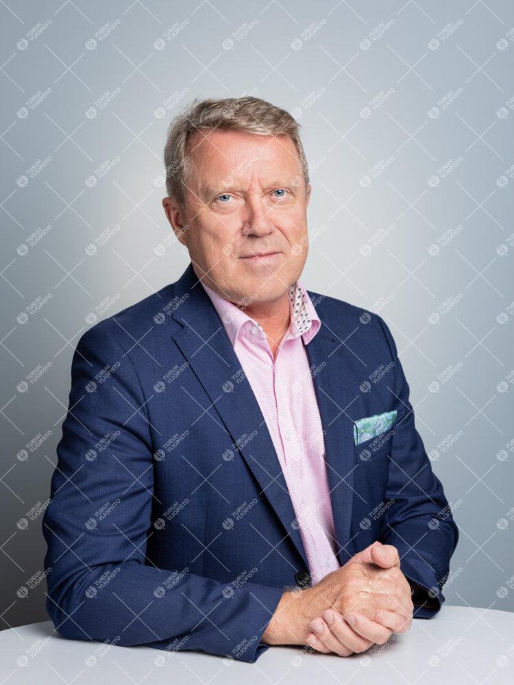 Rehtori Jukka Kola