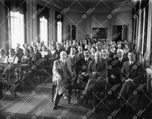 Kesäyliopiston ensimmäisen lukukauden avajaiset Phoenixin  juhlasalissa 4. kesäkuuta 1936.