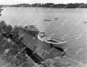 Seili kesällä 1961. Laiturilla Tiina Suomalainen.