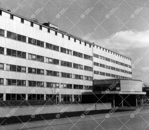 Lääketieteellisen tiedekunnan laitosrakennusten 1. ja 2.  rakennusvaiheet (1952, 1954). Oikealla p