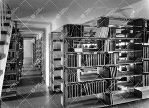 Lääketieteellisen kirjaston kirjavarastoa 1950-luvulla.