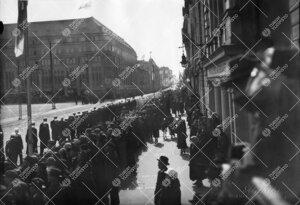 Turun Yliopiston vihkiäisjuhla ja ensimmäinen promootio 12.  toukokuuta 1927. Yliopistollinen kulk