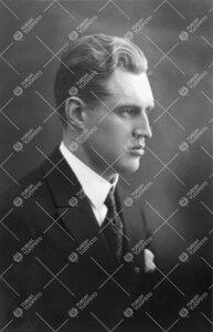 Turun Yliopiston 12.5.1927 pidetyn ensimmäisen promootion  priimusmaisteri Erkki Johannes Virta.