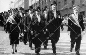 Promootio 3. kesäkuuta 1955. Juhlakulkue Aninkaistenkadulla  matkalla tuomiokirkkoon. Vuorossa ylio