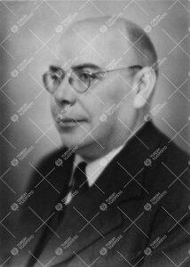 Lauri E(erikki) Kari. Kasvitieteen dosentti 4.1.1937 - 1.9.1958,  kasvitieteen professorin viran hoi