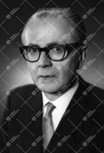 Arvo Kunto Viljanti (v:een 1935 Viklund). FT, Turun Yliopiston  kvestori 1.1.1928 - 15.8.1930, yliop