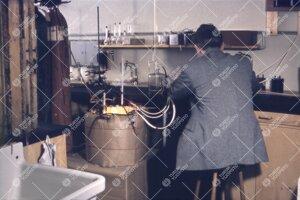 Koetilanne fysiikan laboratoriossa 1950-luvun jälkipuolella.