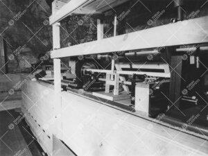 Metrikomparaattori Tuorlan pianotunnelissa 1950-luvun  puolivälissä. Taustalla FM Hilkka Rantasepp