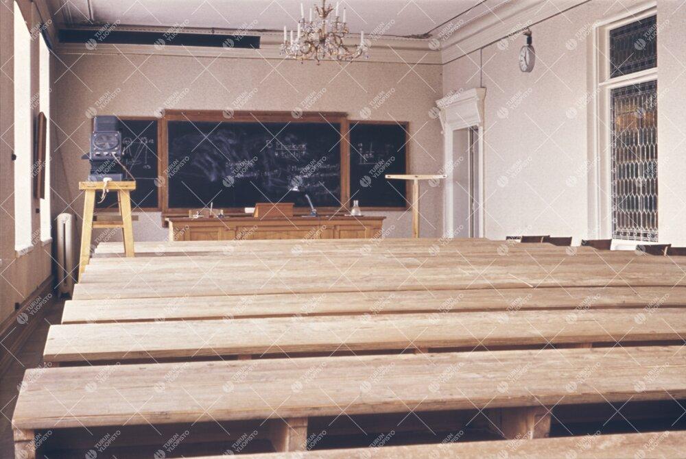 Phoenixin suuri luentosali (Luentosali I) 1950-luvun  loppupuolella.