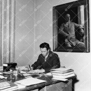 Turun Yliopiston apulaissihteeri (1957-1964), lainopin  kandidaatti Atte Grönros Phoenixissa vuonna