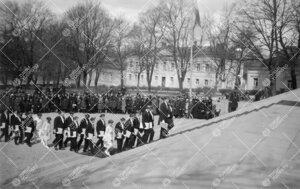 Turun Yliopiston vihkiäisjuhla ja ensimmäinen promootio 12.  toukokuuta 1927. Kulkue nousemassa tu