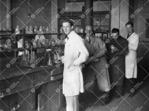 Kemian laboratoriossa vuonna 1946.