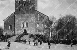 Turun Yliopiston vihkiäisjuhla ja ensimmäinen promootio  12. toukokuuta 1927. Yliopistollisen kulk