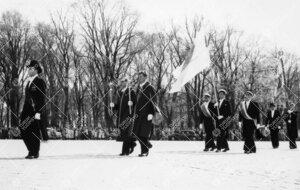 Promootio 3. kesäkuuta 1955. Juhlakulkue saapumassa tuomiokirkkoon  juhlamenojen yliohjaajan, prof.
