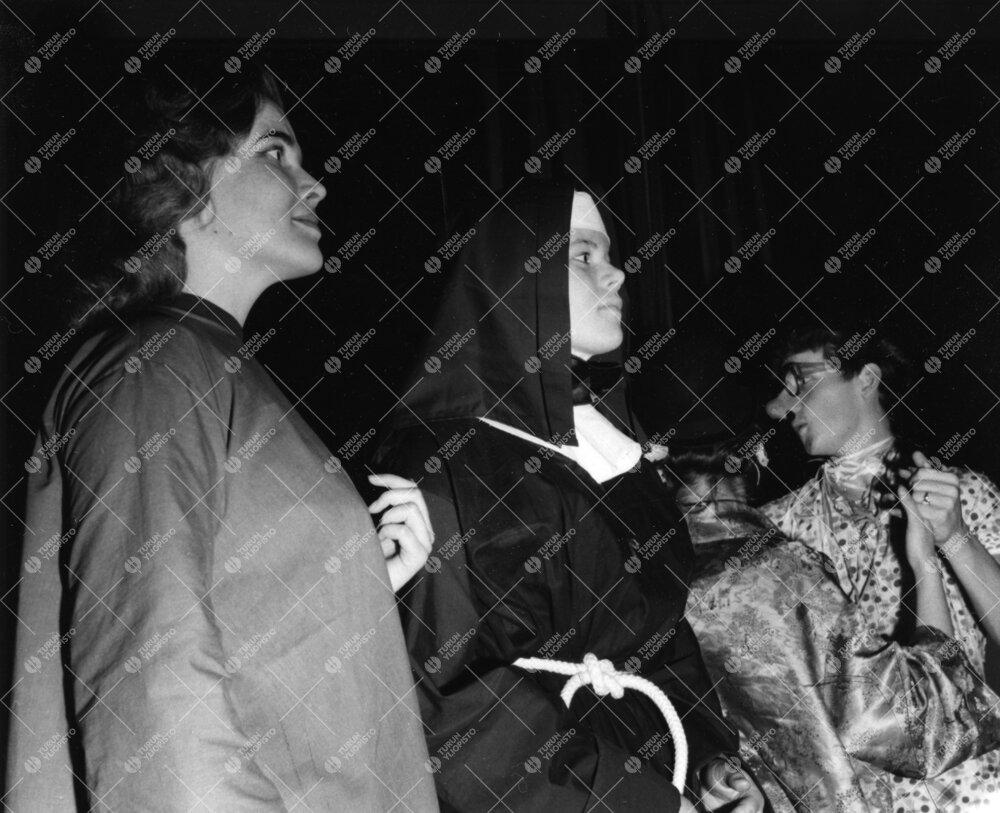 Naamiaiset Turun normaalilyseossa 6. helmikuuta 1960.