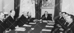 Turun Yliopiston hallitus v. 1953 konsistorin istuntohuoneessa  Phoenixissa.