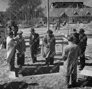 Kirjastotaloa rakennetaan keväällä 1953.