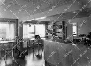 Lääketieteellisen kirjaston lainaustoimisto 1950-luvulla.