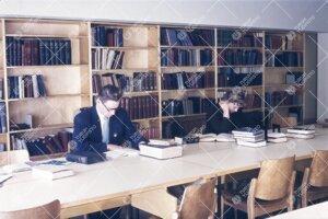 Humanistisen tiedekuntakirjaston lukusalia pääkirjaston  kolmannessa kerroksessa 1950-luvun lopull