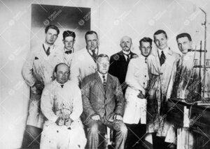 Turun yliopiston ensimmäisiä kemian opiskelijoita  vuonna 1923.  FM Sipi Siintola oli kemian labor
