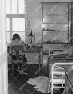Lohm kesällä 1964. Työhuone asukkaineen.