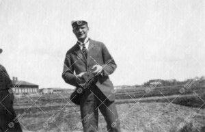 Kirjaston henkilökunnan huviretki Iso-Heikkilän maisemiin  1920-luvun alkupuolella. Kuvassa Aarni