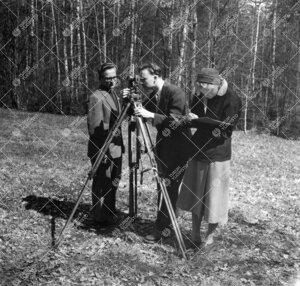 Maantieteilijöitä kenttätöissä keväällä (syksyllä?) 1955.