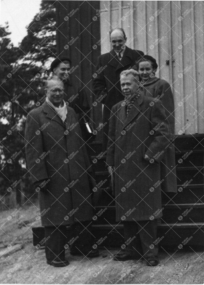 Tuorlassa professori, Hampurin observatorion johtaja Otto Heckmann, Liisi Oterma, Heikki Alikoski, H