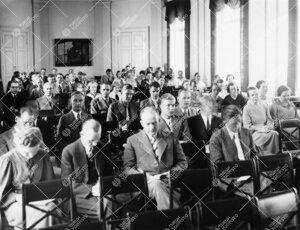 Ilmeisesti kesäyliopiston luennolta Phoenixin juhlasalista v.  1937.