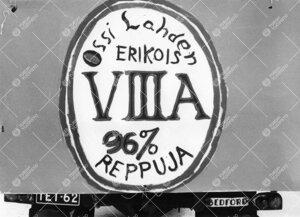 Penkinpainajaispäivä 1965. Turun normaalilyseon VIII A -luokan  juliste penkkariajelulla.