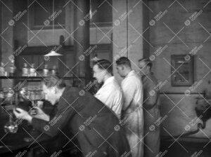 Iso-Heikkilän kemian laboratoriosta todennäköisesti vuonna 1949.