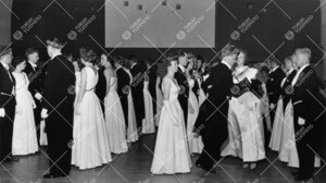 Promootio 1960. Promootiotanssiaiset ylioppilastalon  juhlasalissa 28. toukokuuta. Franseesi.
