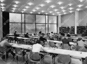 Pääkirjaston lukusali 1950-luvun puolivälin aikaan.